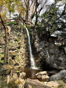 城の中にある滝